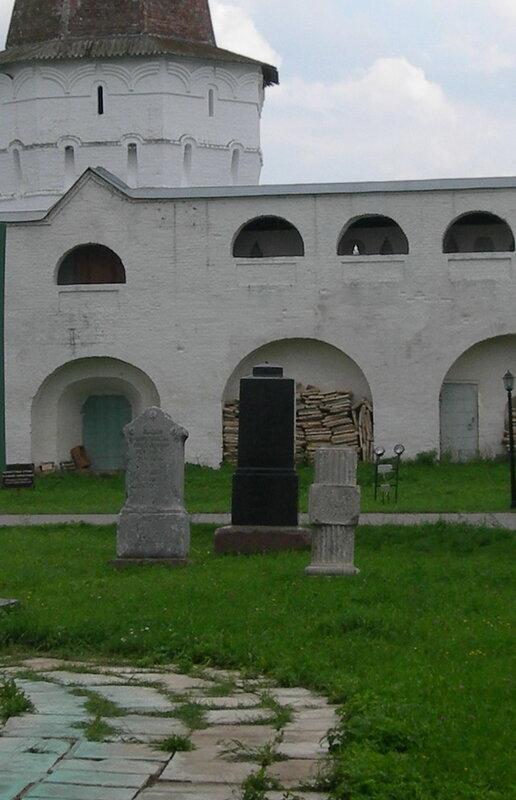 Могилы монахов, Иосифо-Волоцкий монастырь волоколамск россия москва крест православие церковь храм церковная служба фото фотки апарышев.