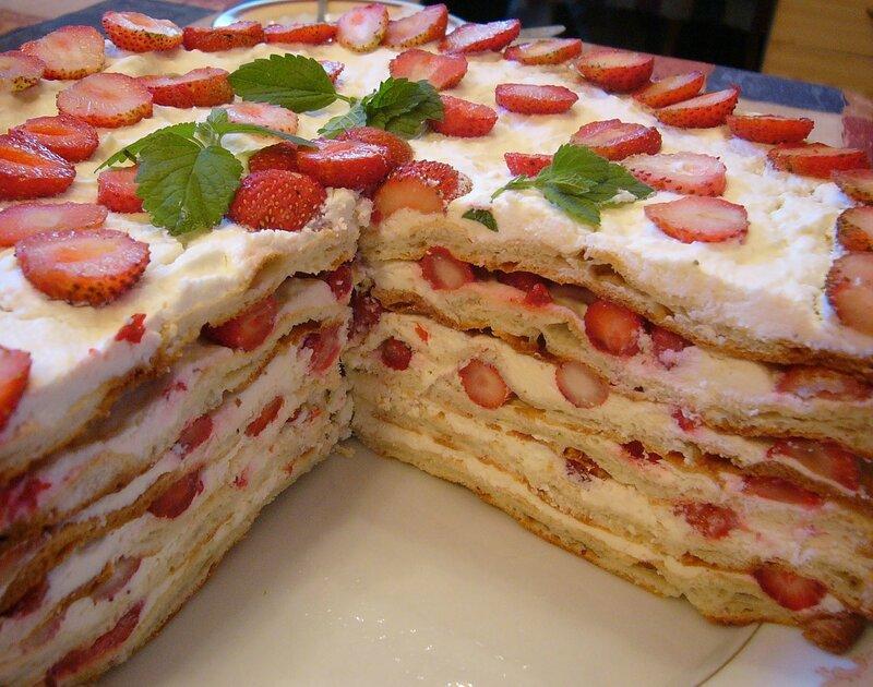 Заварной торт с клубникой и творогом!