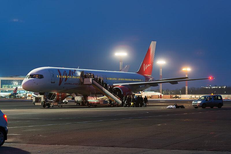 Boeing 757-200  VIM Airlines D803600