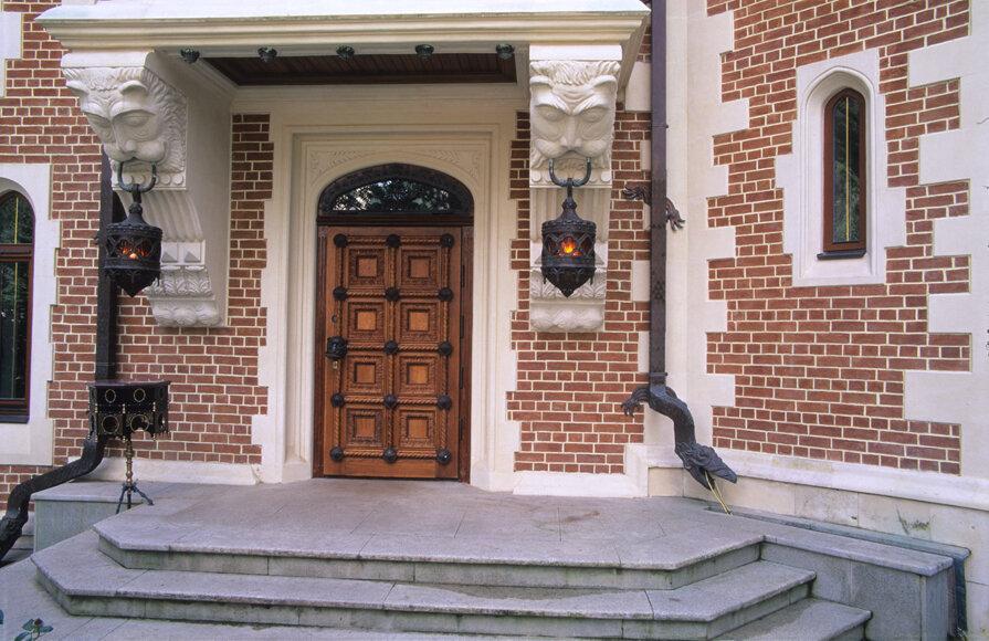 стальные двери отделка фасада загородного дома