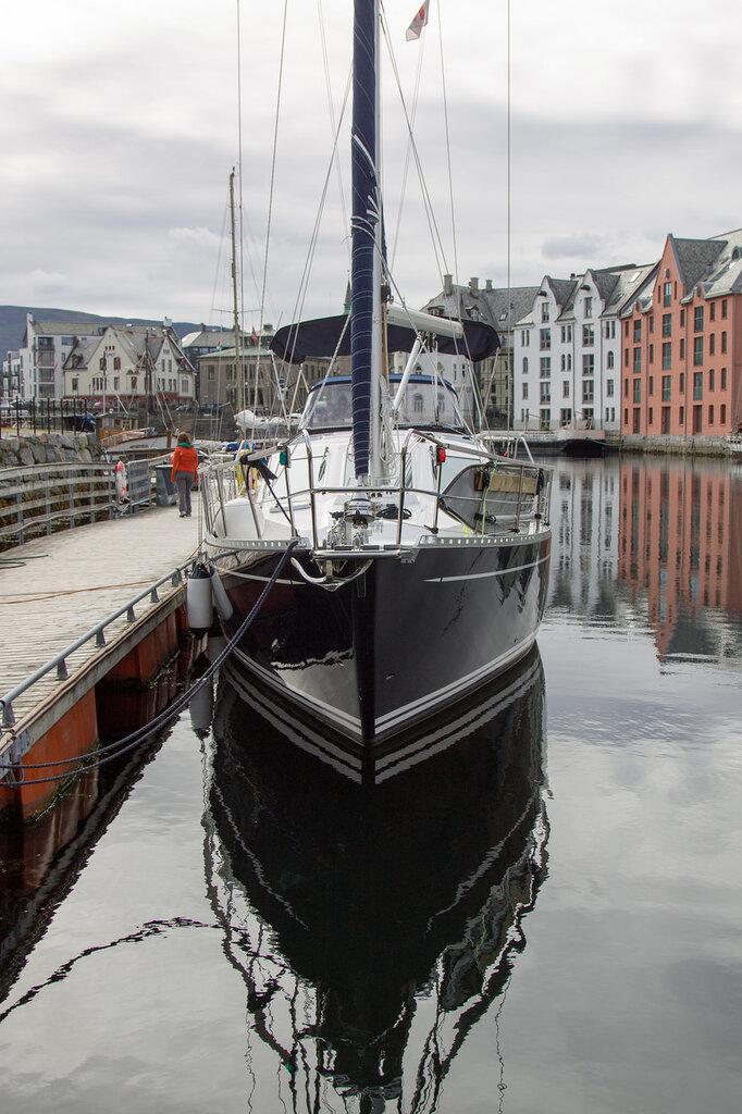 Яхта в Олесуне