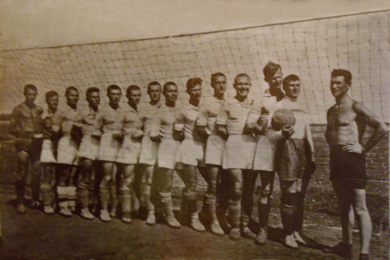 1936. Футбольная команда 21 баб