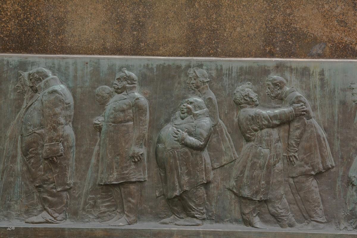 Памятник Гоголю на Никитском бульварер