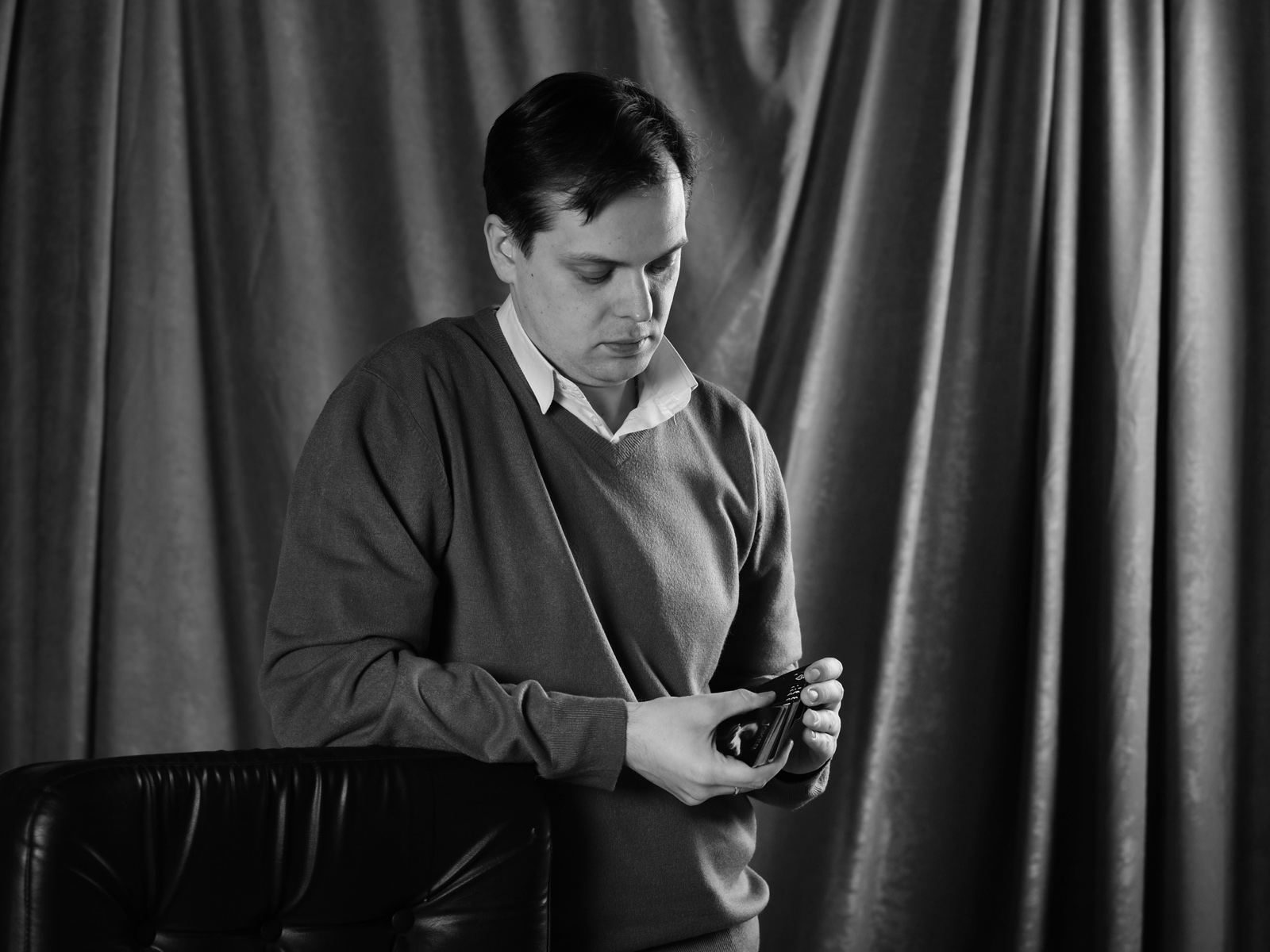 портрет в чб. профессиональной фотосъемке в студии