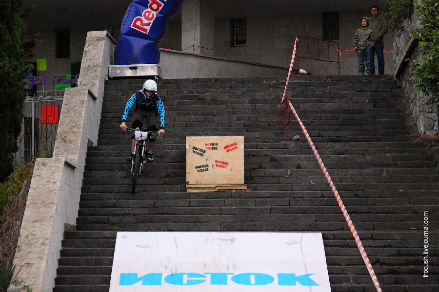 Соревнования велосипедистов по мини-даунхиллу URBAN DH «Double Wheel»