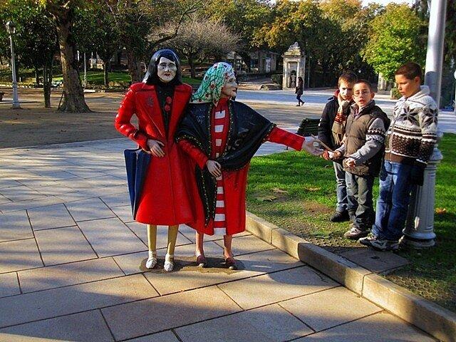 Santiago de Compostela Las dos Marias Alameda monument old ladies
