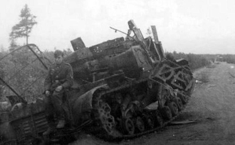 Брошенный советский трактор