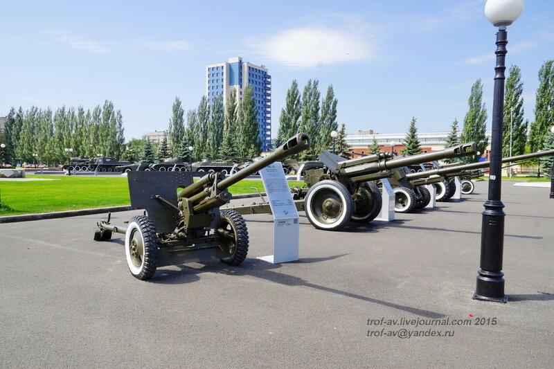 Пушка ЗиС-3 и гаубица Д-1, Парк Победы, Казань