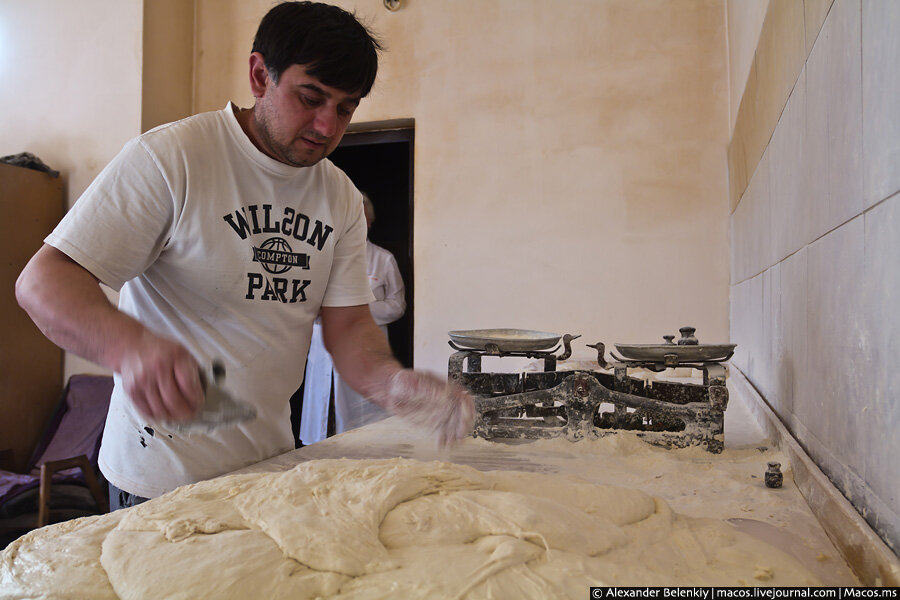 Абхазия: как делают лаваш в тандыре 0_5ea57_be0d1e0f_XXL