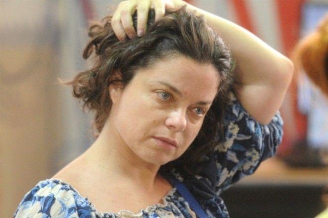 Конечно же, работа на сцене требует от артистов яркого макияжа. Но стоит ли Наталье краситься в повс
