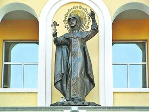 Святая Екатерина. Украшает фасад епархиального управления
