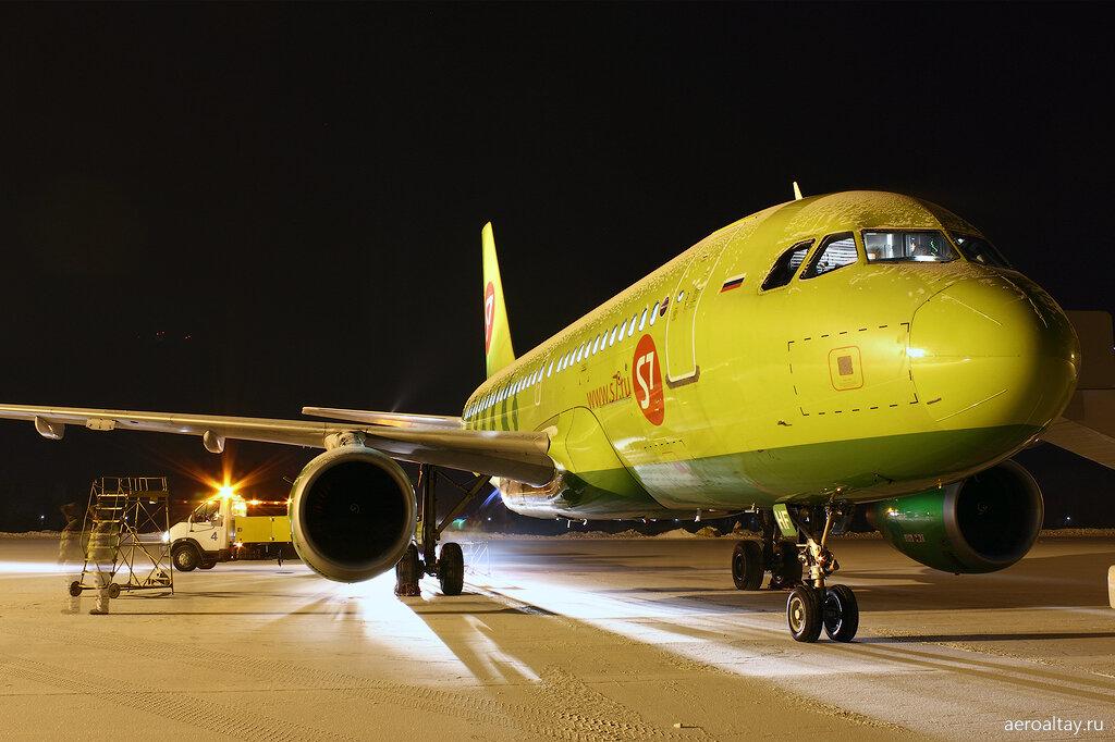 Обслуживание самолета в аэропорту Горно-Алтайска