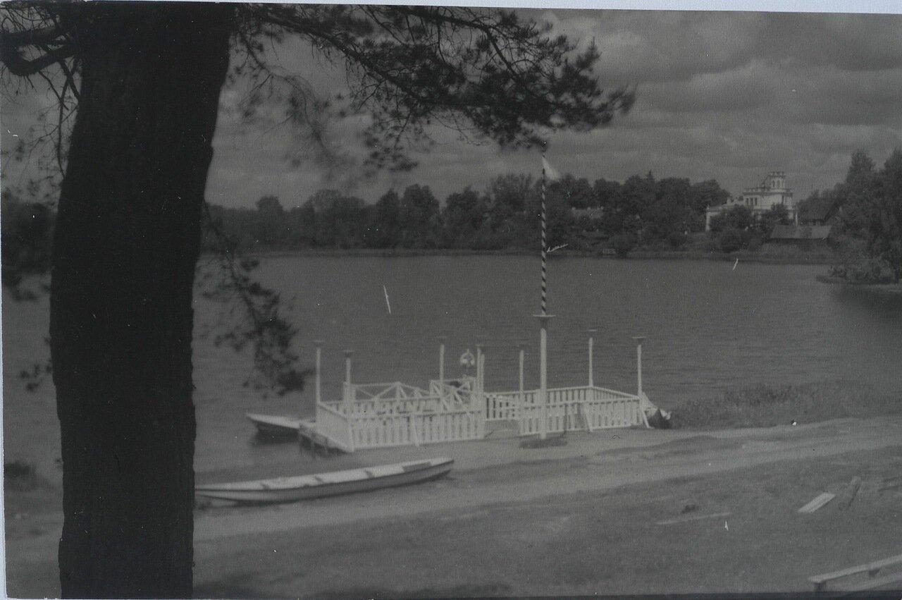 Вид на озеро. 1915