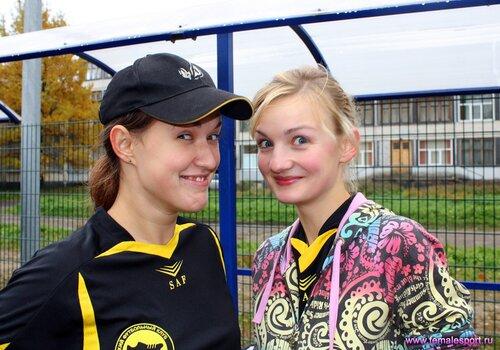 Мария Короленко (на фото справа)