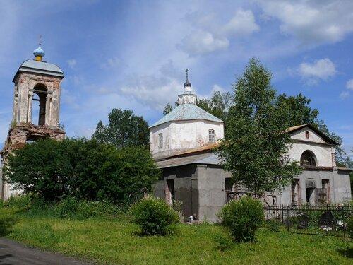 Вид на Троицкую церковь со стороны школы им. Рачинского