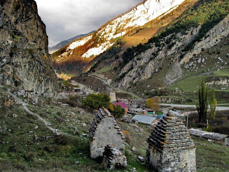Склепы на южной окраине селения Дзивгис
