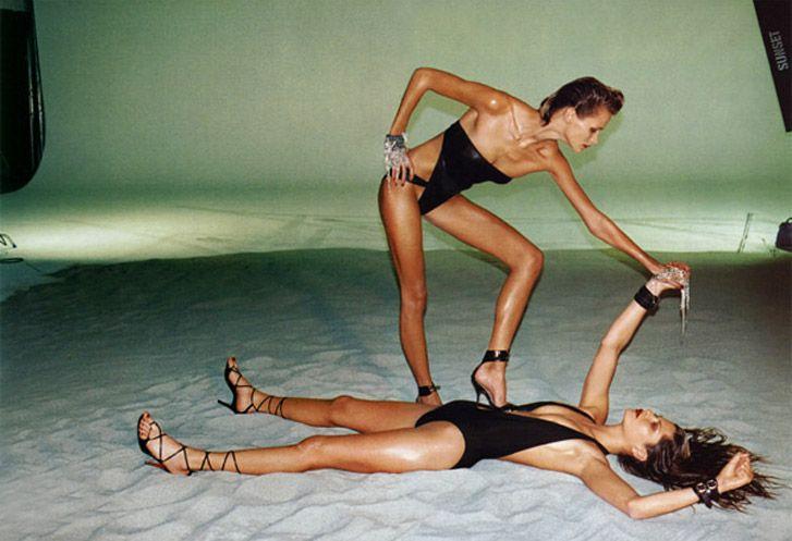 модель Кармен Касс и Френки Райдер / Carmen Kass and Frankie Rayder, фотограф Helmut Newton