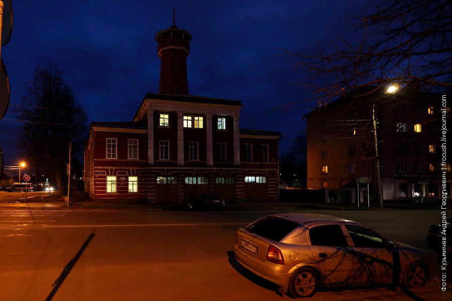 ночное фото пожарная каланча в Угличе