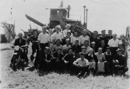 Бригада трактористов-первоцелинников. Кустанайская область. 1956 г.