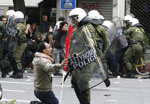 греки уже встали на колени