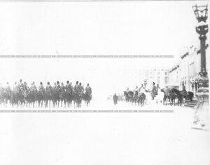 Николай II принимает парад полка.