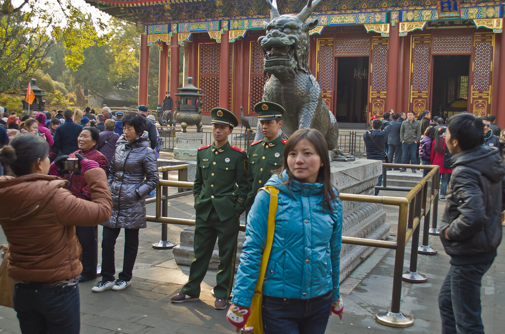 Фотография. С туристами в Китае недостатка нет. Летний императорский дворец. Экскурсии к достопримечательностям Пекина самостоятельно