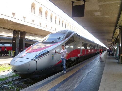 Италия. Рим. Скоростной поезд (Italy. Rome. High-speed train).