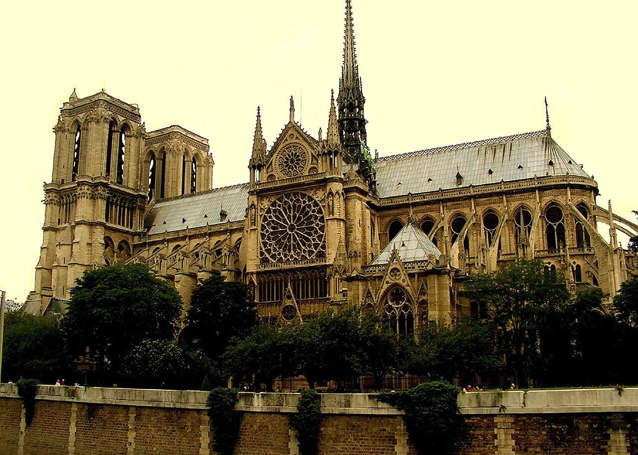 Собор Парижской Богоматери: Вид с Южной стороны. (1163-1345)  View from the south