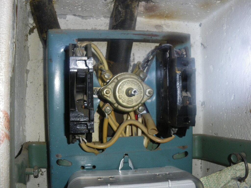 Почему сгорел автомат?! С 1975 года работал!