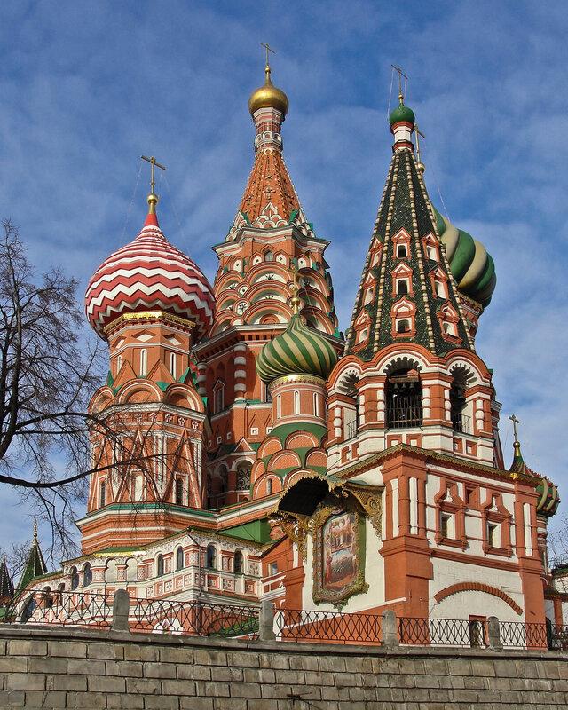Вид на собор Василия Блаженного от улицы Варварка..jpg