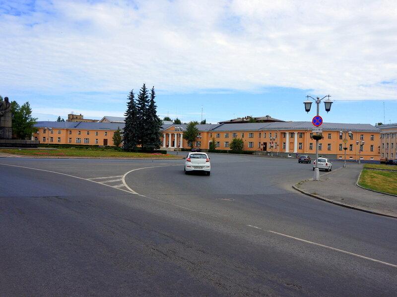 Круглая площадь и памятник Ленину на ней