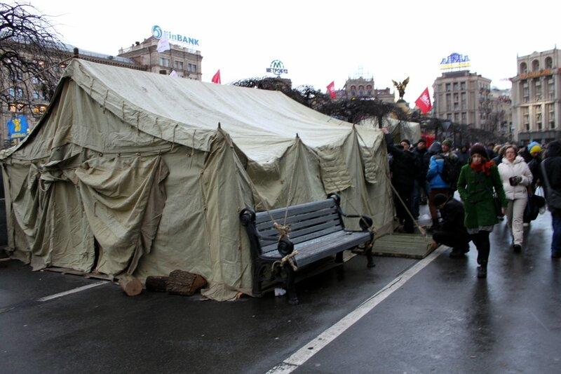 Революционная палатка на Михайловской