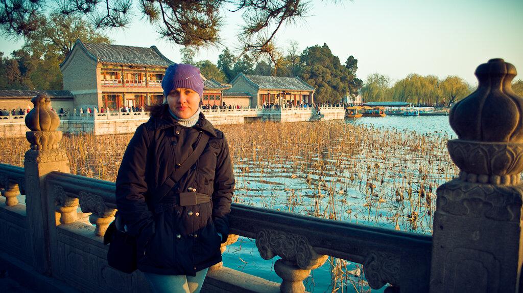"""Фото. Что посмотреть в Пекине. Парк Ихэюань у Летнего императорского дворца. Начинался """"золотой час"""" фотографии. В это время солнце льет на Землю мягкий, теплый свет."""