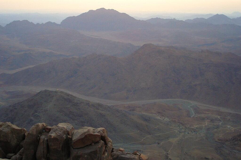 Фото 3. Отдых в Египте. Экскурсия на гору Моисея (Хорив). Пустынные горы Египта