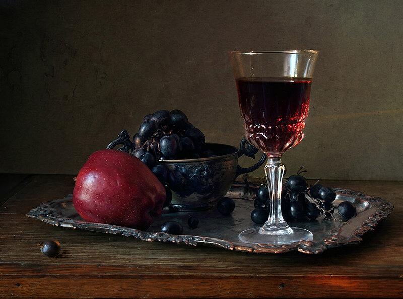 винограда и красного вина.