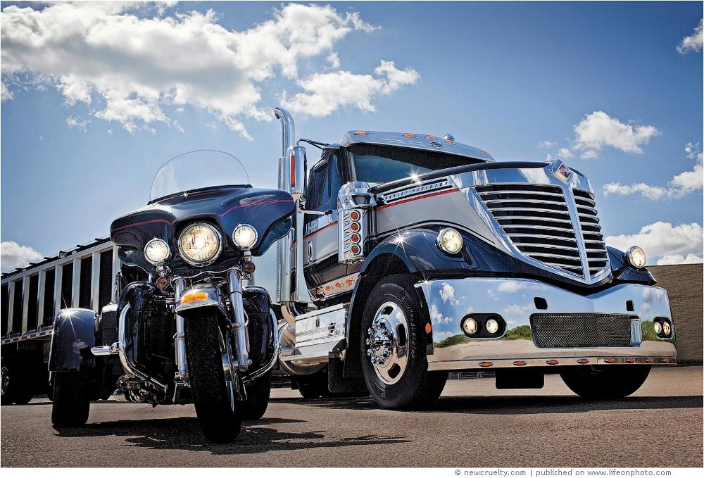 Super Trucks. Огромные грузовики и их водители