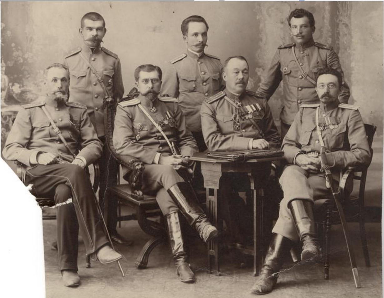 Чины иркутской жандармерии во главе с полковником М.И.Познанским