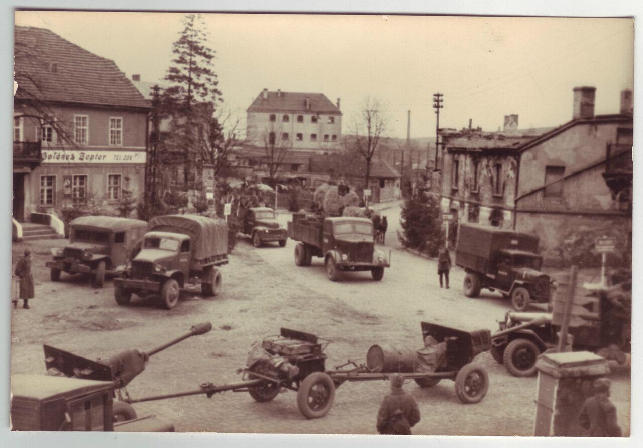 Советские войска в захваченном немецком городе