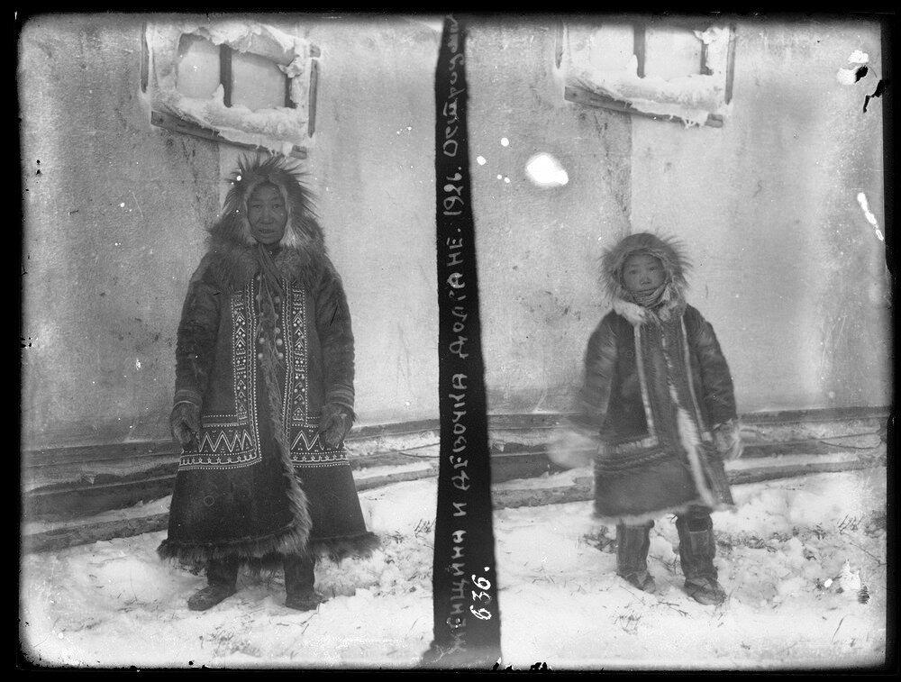 1926. Женщина и девочка долган