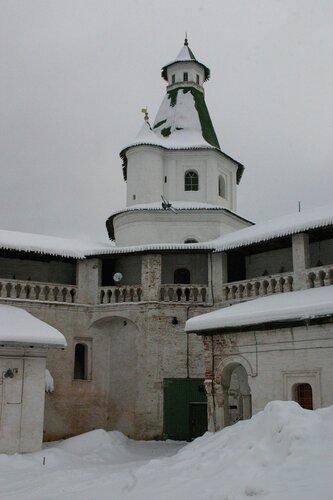 Крепостные стены и башни построены в 1690-1694 годах