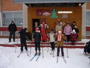 """На празднике """"Эх, прокачусь!"""" стартуют лыжники."""