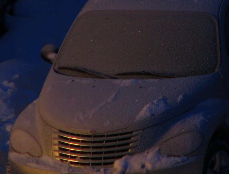 Крайслер, занесённый снегом...