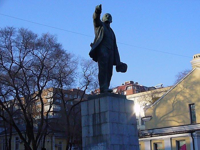 Владивосток - памятник Ленину