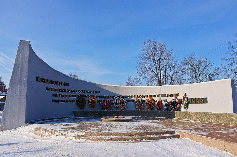 Братские могилы и мемориалы с именами похороненных солдат