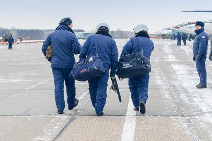 Совет Федерации предложил компенсировать за счет военных пилотов нехватку гражданских