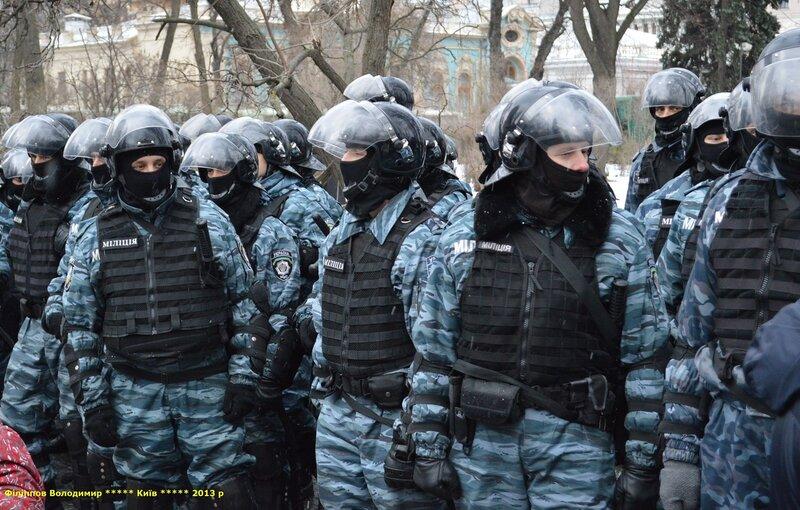 Столкновение сторонников Евромайдана с митингом ПР 8 декабря 2013 г. у Верховного совета.