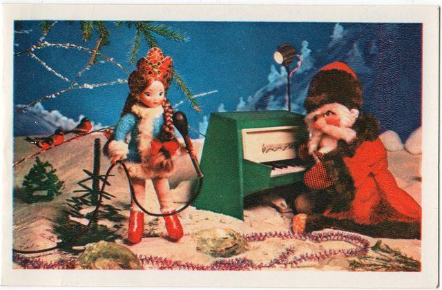 Дед Мороз играет на рояле а Снегурочка поет. С Новым годом!