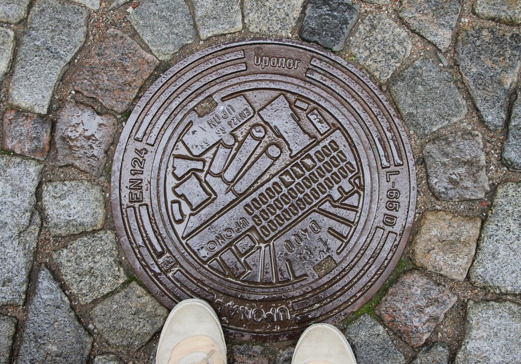 Стокгольм, Гамла Стан. канализационный люк.  Stockholm, Gamla Stan  manhole cover.