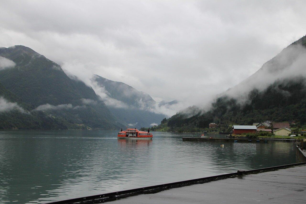 Фьёрланд. Шлюпка с лайнера Марко Поло перевозит туристов на берег