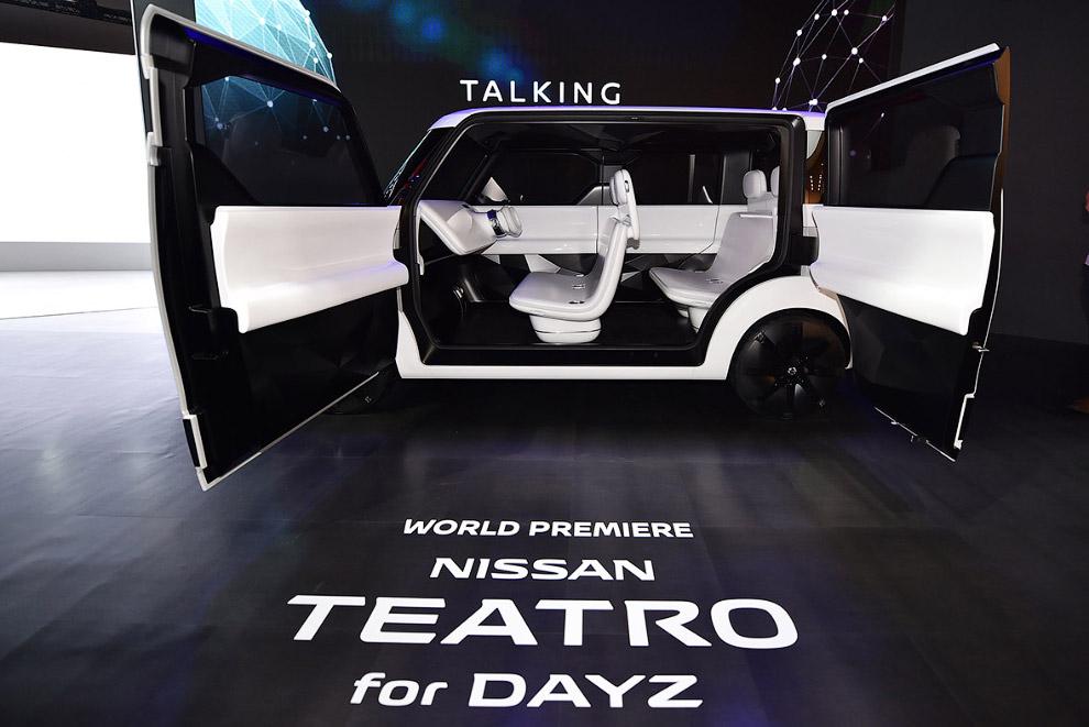 14. По задумке японцев, весь салон концепта — это большой сенсорный экран (передняя панель, двери и